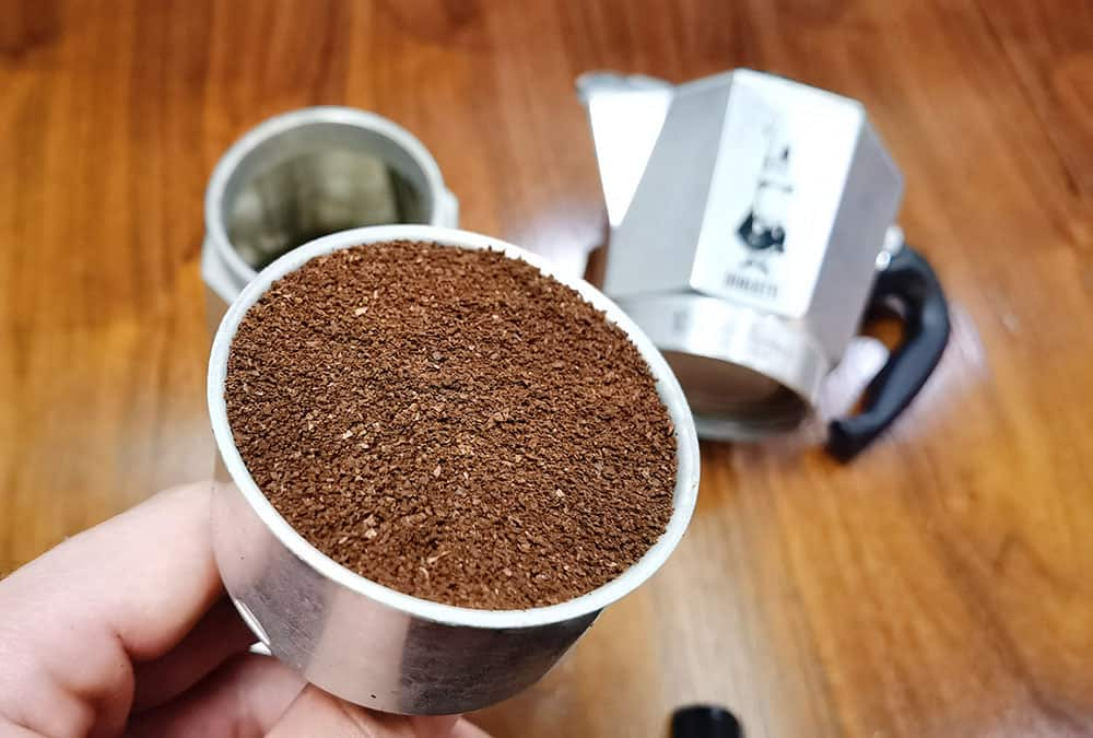 fill coffee ground to filter