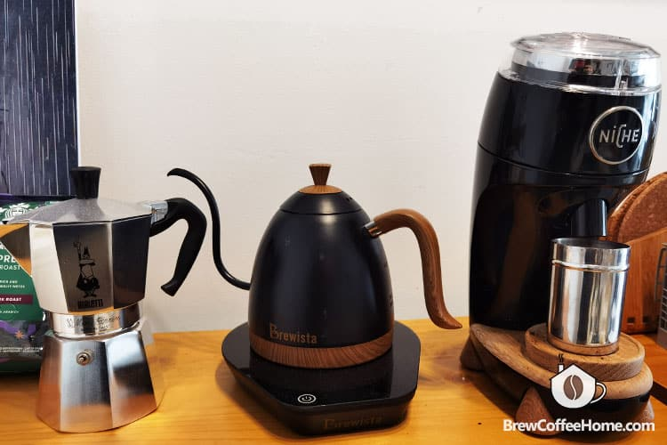 brewista artisan gooseneck variable kettle on table