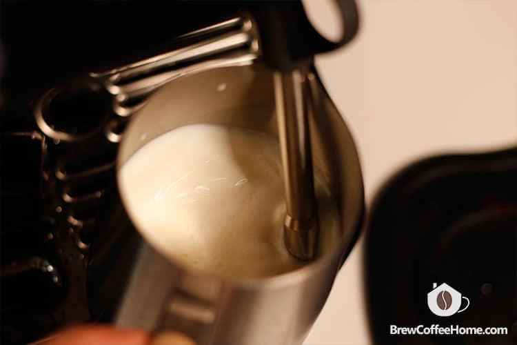 barista-pro-steaming-milk