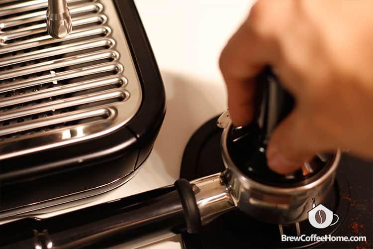 tamping-coffee
