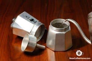 add-water-to-moka-pot
