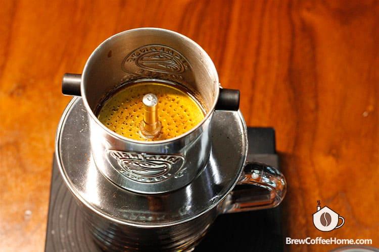 bloom-coffee-in-vietnamese-coffee-filter