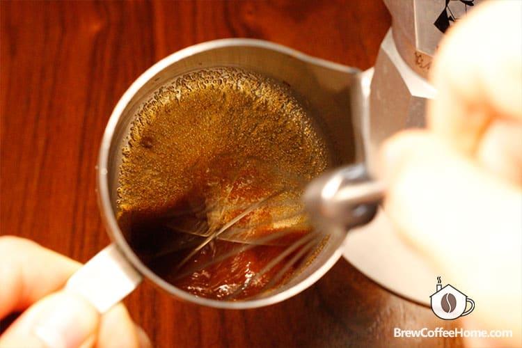 mix-sugar-and-coffee