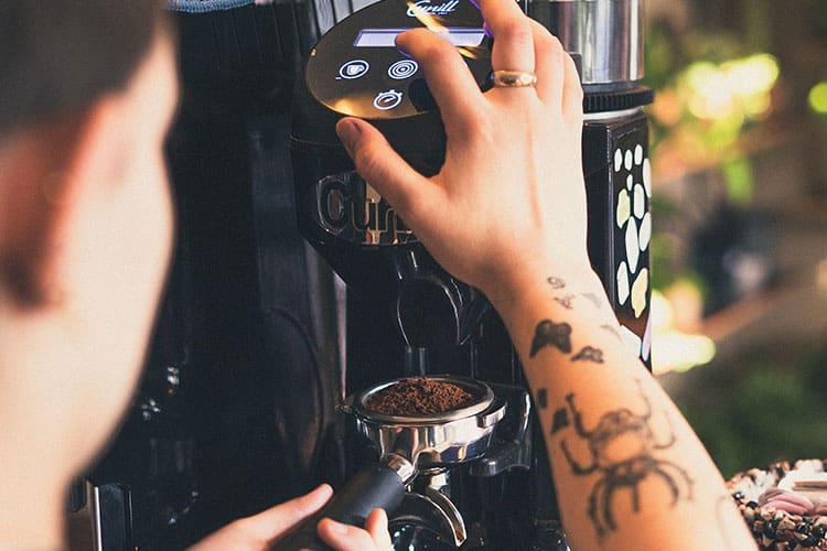 coffee-grinder-at-coffee-shop