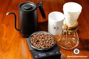 japanese-iced-coffee-weigh-beans