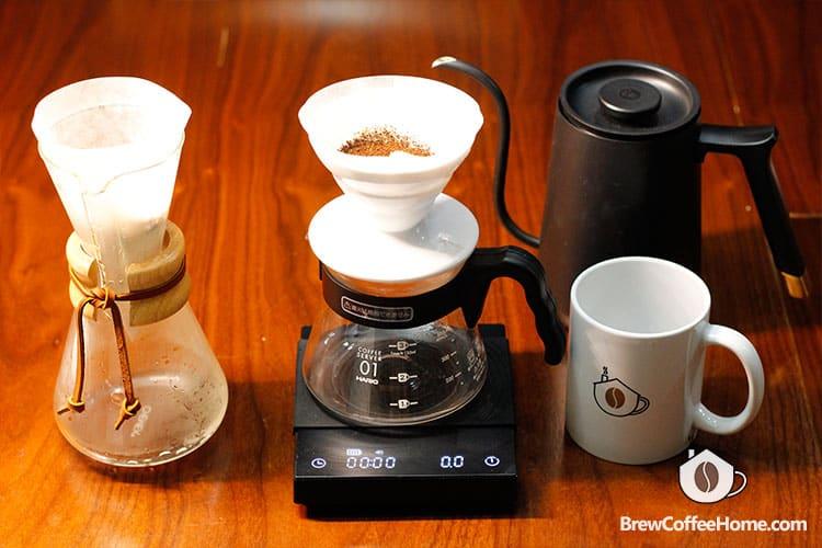 v60-vs-chemex-brewing-coffee