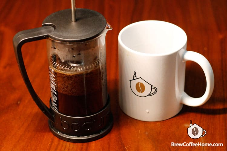 brewing-coffee-with-french-press